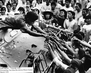 EDSA REVOLUTION / FEBRUARY 1986 Catholic nuns and supporters of the EDSA people's revolt greets a soldier on board his V-150 armored tank at EDSA. PDI PHOTO/BOY CABRIDO